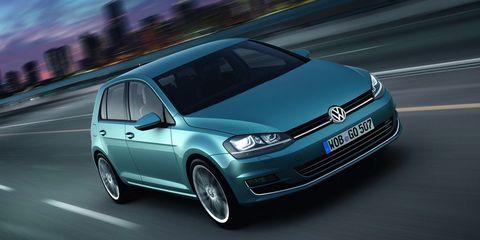 Mode of transport, Automotive design, Automotive mirror, Daytime, Vehicle, Automotive tire, Land vehicle, Transport, Glass, Car,