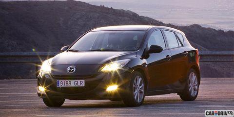 Tire, Motor vehicle, Wheel, Automotive mirror, Mode of transport, Automotive design, Vehicle, Land vehicle, Car, Headlamp,