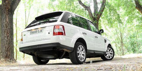 Tire, Wheel, Motor vehicle, Automotive tire, Product, Automotive design, Vehicle, Glass, Land vehicle, Automotive tail & brake light,