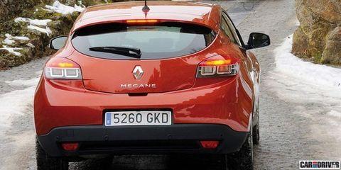 Motor vehicle, Mode of transport, Automotive design, Vehicle, Land vehicle, Vehicle registration plate, Car, Automotive exterior, Red, Automotive tail & brake light,
