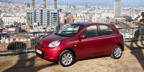 Tire, Wheel, Motor vehicle, Automotive mirror, Mode of transport, Automotive design, Transport, Vehicle, Land vehicle, Alloy wheel,