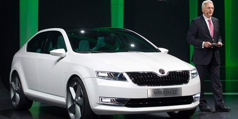 Motor vehicle, Automotive design, Vehicle, Product, Event, Land vehicle, Car, Grille, Automotive mirror, Headlamp,