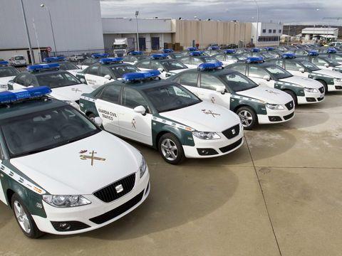 Motor vehicle, Vehicle, Land vehicle, Automotive lighting, Automotive parking light, Car, Automotive exterior, Headlamp, Grille, Full-size car,