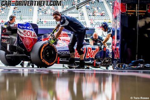 Tire, Wheel, Automotive tire, Automotive wheel system, Logo, Spoke, Rim, Reflection, Race track, Championship,