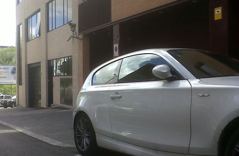 Tire, Wheel, Motor vehicle, Automotive tire, Automotive design, Alloy wheel, Vehicle, Land vehicle, Rim, Automotive exterior,