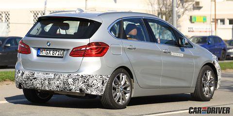 Land vehicle, Vehicle, Car, Motor vehicle, Bmw, Luxury vehicle, Personal luxury car, Rim, Automotive design, Spoke,
