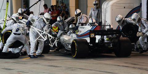 Pit stop, Race track, Vehicle, Formula one tyres, Formula one car, Car, Race car, Automotive tire, Motorsport, Formula one,