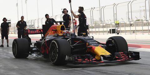 Vehicle, Formula one, Race car, Formula one car, Motorsport, Formula libre, Formula one tyres, Tire, Automotive tire, Open-wheel car,