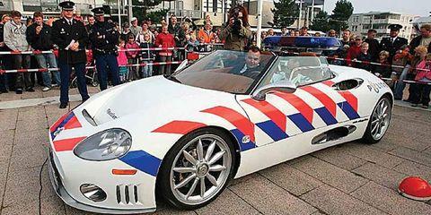 Clothing, Tire, Wheel, Automotive design, Mode of transport, Vehicle, Land vehicle, Performance car, Car, Supercar,