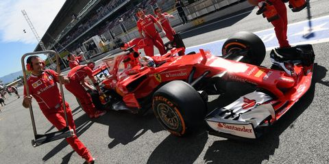Formula one, Formula one car, Race car, Formula libre, Formula one tyres, Formula racing, Pit stop, Race track, Open-wheel car, Vehicle,