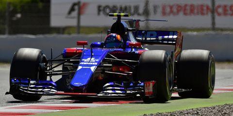 Land vehicle, Formula one, Formula one car, Vehicle, Race car, Sports, Open-wheel car, Tire, Motorsport, Formula racing,