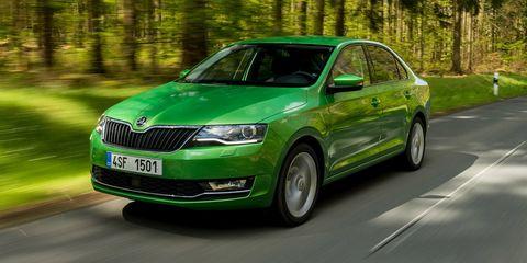 Land vehicle, Vehicle, Car, Motor vehicle, Mid-size car, Green, Full-size car, Škoda octavia, Infrastructure, Family car,