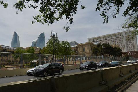Land vehicle, Tree, Metropolitan area, Car, Building, City, Urban area, Commercial building, Metropolis, Mixed-use,