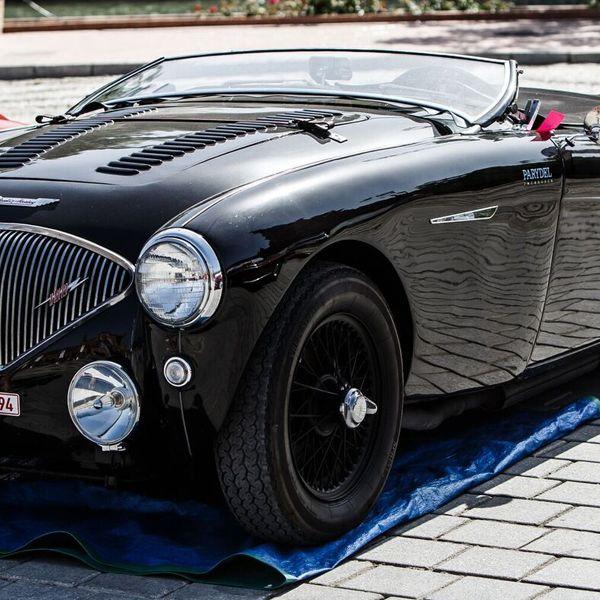 Land vehicle, Vehicle, Car, Motor vehicle, Austin-healey 100, Classic car, Antique car, Coupé, Automotive design, Vintage car,