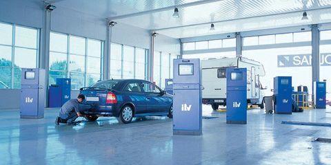 Floor, Automotive parking light, Vehicle door, Automotive exterior, Parking, Fixture, Ceiling, Automotive lighting, Alloy wheel, Service,