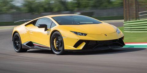 Land vehicle, Vehicle, Car, Sports car, Supercar, Automotive design, Yellow, Lamborghini, Lamborghini aventador, Motor vehicle,