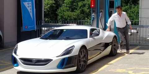 Land vehicle, Vehicle, Car, Supercar, Sports car, Automotive design, Motor vehicle, Performance car, Hood, Coupé,