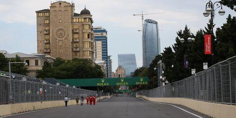 Road, Metropolitan area, Architecture, City, Road surface, Infrastructure, Urban area, Asphalt, Tower block, Metropolis,