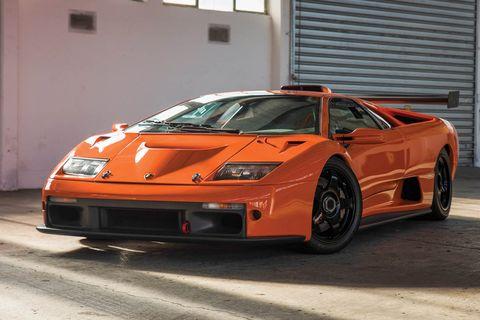 Tire, Wheel, Automotive design, Automotive exterior, Vehicle, Land vehicle, Rim, Transport, Car, Automotive parking light,