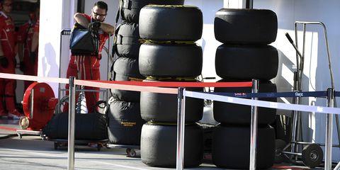 Tire, Automotive wheel system, Automotive tire, Auto part, Furniture, Vehicle, Wheel, Head restraint,