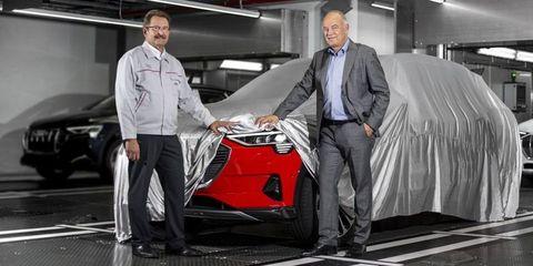 Land vehicle, Vehicle, Car, Automotive design, Car dealership, Personal luxury car, Suit, Supercar, Sports car, Mid-size car,