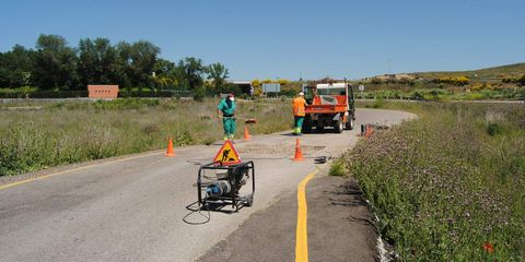Road surface, Asphalt, Road, Rural area, Tar, High-visibility clothing, Rolling, Field, Public utility, Subshrub,