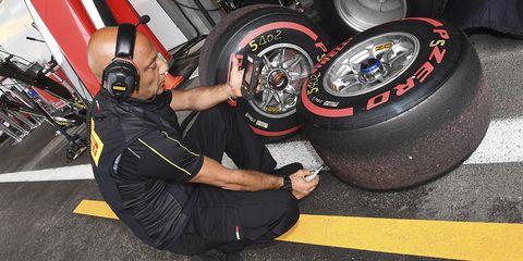 Tire, Automotive tire, Formula one tyres, Auto part, Wheel, Automotive wheel system, Rim, Tread, Vehicle, Spoke,