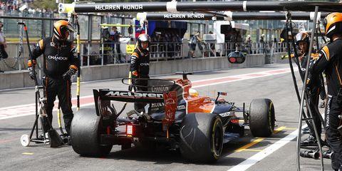 Formula one, Formula one car, Formula one tyres, Formula libre, Race track, Formula racing, Pit stop, Automotive tire, Vehicle, Motorsport,