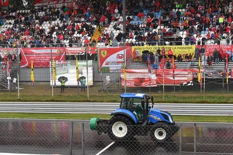 Land vehicle, Vehicle, Sports, Motorsport, Race track, Monster truck, Racing, Auto racing, Tractor, Sport venue,