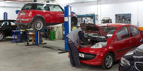 Tire, Wheel, Motor vehicle, Automotive design, Vehicle, Land vehicle, Automotive wheel system, Car, Automotive tire, Alloy wheel,