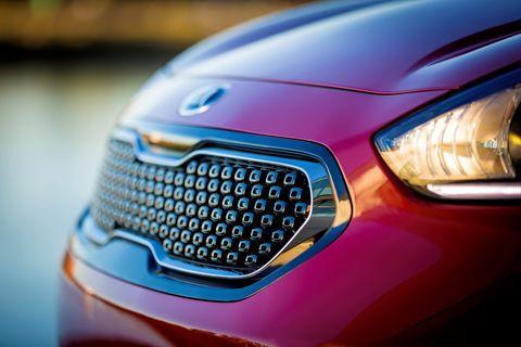 Land vehicle, Car, Vehicle, Automotive design, Motor vehicle, Kia motors, Grille, Sky, Hot hatch, Automotive lighting,