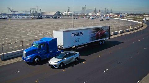 Motor vehicle, Transport, trailer truck, Vehicle, Mode of transport, Truck, Commercial vehicle, Freight transport, Car, Trailer,