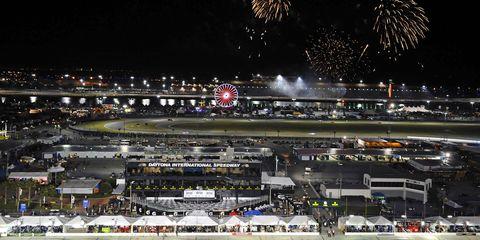 Sport venue, Night, Arena, Stadium, Crowd, Event, City, Recreation, Competition event, Snow,