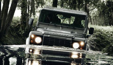 Motor vehicle, Mode of transport, Automotive design, Automotive exterior, Vehicle, Headlamp, Land vehicle, Automotive lighting, Grille, Glass,