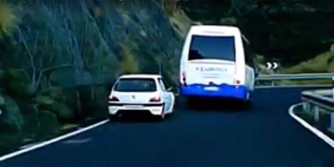 Land vehicle, Vehicle, Car, Motor vehicle, Automotive exterior, Mode of transport, Transport, Vehicle registration plate, City car, Automotive design,