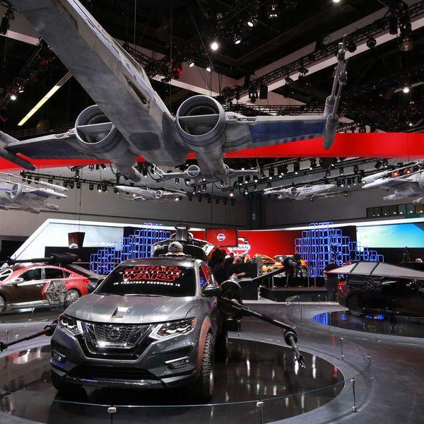 Land vehicle, Vehicle, Auto show, Car, Automotive design, Mid-size car, Car dealership, Sports sedan, Exhibition, Sport utility vehicle,