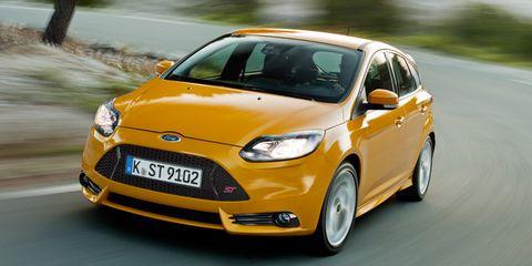 Motor vehicle, Tire, Wheel, Mode of transport, Automotive design, Daytime, Automotive mirror, Vehicle, Yellow, Transport,