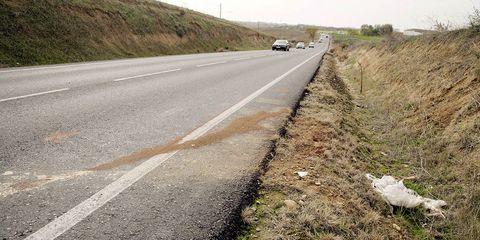 Road, Asphalt, Thoroughfare, Lane, Geological phenomenon, Infrastructure, Road surface, Shoulder, Highway, Slope,