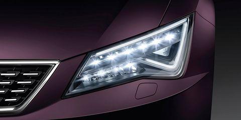 Land vehicle, Vehicle, Car, Headlamp, Automotive lighting, Light, Automotive design, Mid-size car, Automotive fog light, Family car,