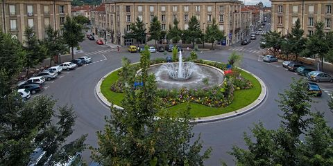 Traffic circle, Town square, Intersection, Public space, Street, Human settlement, Urban design, City, Fountain, Road,
