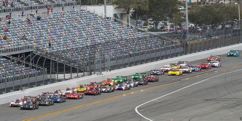 Race track, Endurance racing (motorsport), Sport venue, Vehicle, Motorsport, Sports car racing, Racing, Stock car racing, Race car, Car,