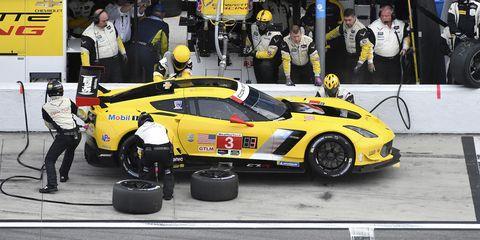 Land vehicle, Vehicle, Car, Sports car, Sports car racing, Race track, Performance car, Race car, Endurance racing (motorsport), Supercar,