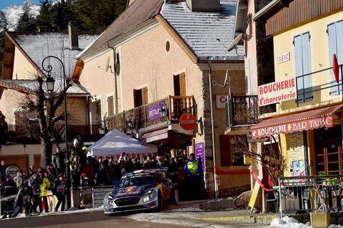 Town, Neighbourhood, Street, Vehicle, Human settlement, Building, House, City, Mixed-use, Car,