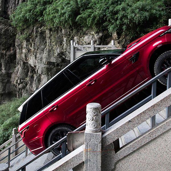 Land vehicle, Vehicle, Car, Luxury vehicle, Mode of transport, Vehicle door, Guard rail, Compact car, Range rover, Sport utility vehicle,
