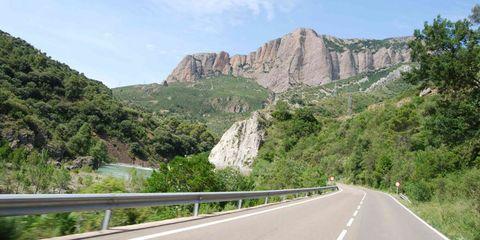 Mountainous landforms, Road, Natural landscape, Mountain, Highway, Mountain pass, Thoroughfare, Badlands, Geological phenomenon, Freeway,