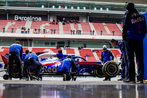 Sports, Motorsport, Tire, Race car, Formula one tyres, Automotive tire, Formula libre, Formula one car, Race track, Vehicle,