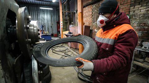 Tire, Automotive tire, Auto part, Automotive wheel system, Wheel, Tread, Automobile repair shop, Rim, Auto mechanic, Tire care,