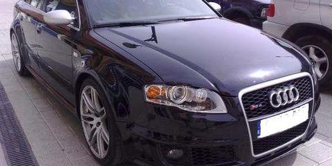 Motor vehicle, Tire, Automotive design, Daytime, Vehicle, Automotive tire, Automotive mirror, Automotive lighting, Land vehicle, Headlamp,