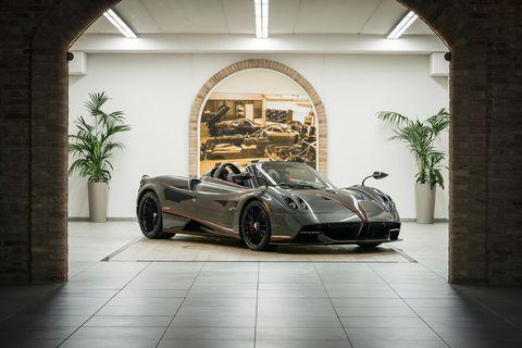 Land vehicle, Vehicle, Supercar, Sports car, Automotive design, Car, Pagani huayra, Pagani zonda, Coupé, Performance car,
