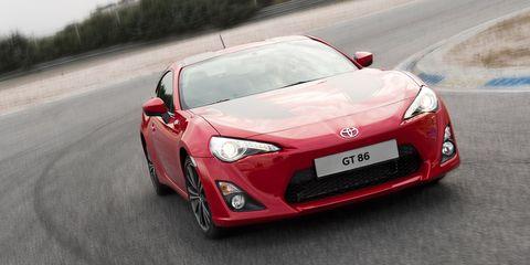 Motor vehicle, Tire, Mode of transport, Automotive design, Vehicle, Hood, Performance car, Car, Headlamp, Automotive lighting,